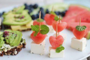 Melonen-Feta Spießen mit Minze als Fingerfood