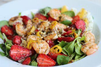 Salat mit Garnelen - gesund und proteinreich